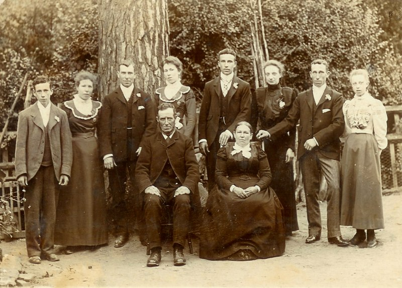 Thomas and Fanny Rugman with family c1900